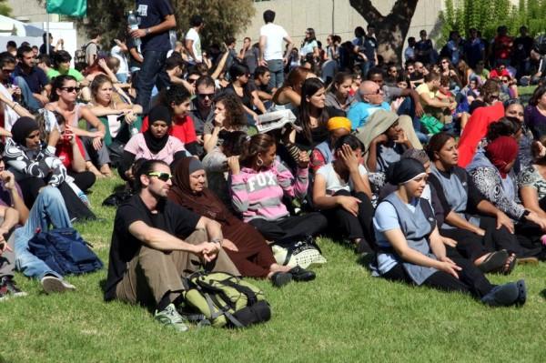 Jewish-and-Arab-Israeli-Tel-Aviv-University-students