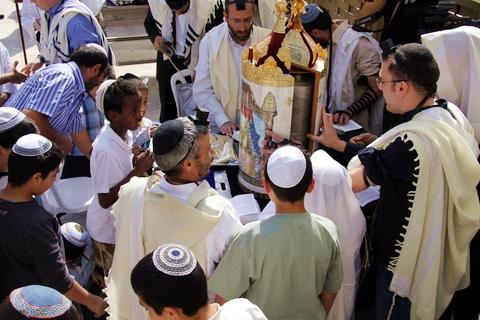 bar-mitzvah-wailing-wall-Torah