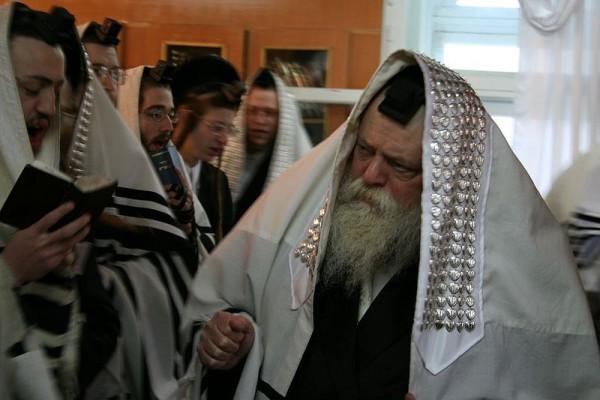 Rebbe_Shmuel Yaakov Kohn_prayer_Toldos Avrohom Yitzchok