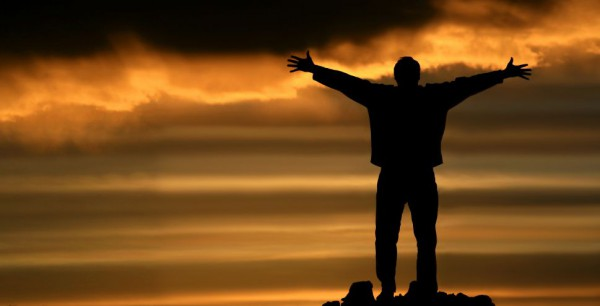 praise-lifting his hands
