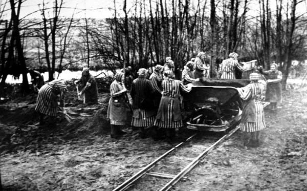 Bundesarchiv_Bild_Ravensbruck_Konzentrationslager-Holocaust