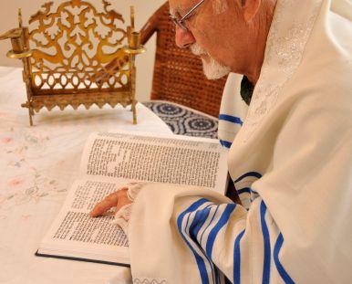 A Jewish man reads the Torah