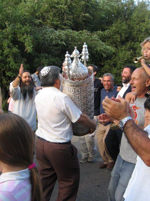 Torah-Simchat-Dancing-Singing