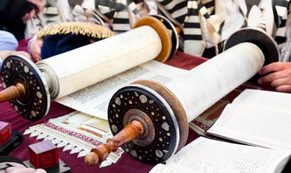 Torah scroll-Kotel-Bereshit-Shemot-Vayikra-Bamidbar-Devarim