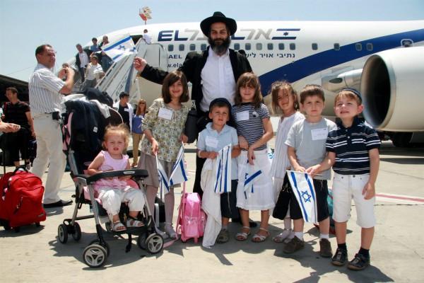 Jewish Father-Israeli flag-Aliyah-immigrating to Israel-olim