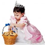 Esther-Jewish-girl-Basket-of-Purim-cookies