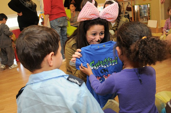 Israel_Defense_Forces_Soldiers_Celebrate_Purim_with_At-Risk_Children