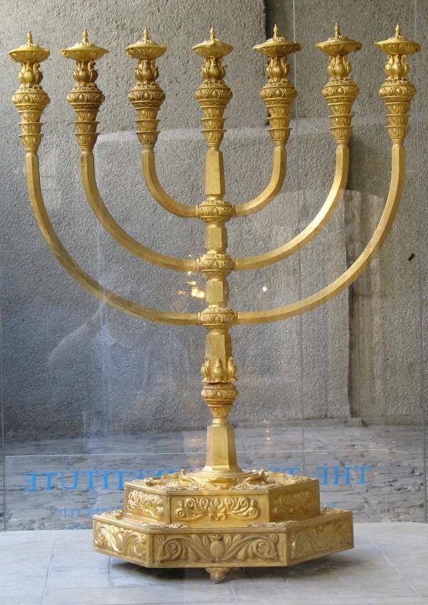 replica-golden-menorah-Holy Temple