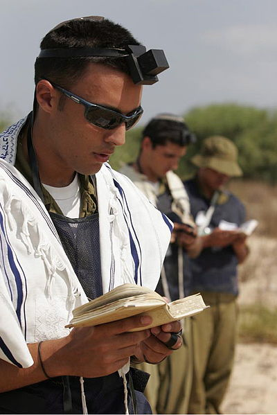 Shacharit-Israeli soldier-morning prayer-tefillin