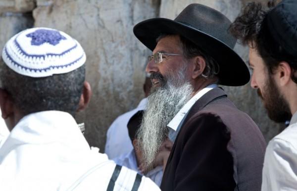 Jewish-men-Western-Wall-Shabbat