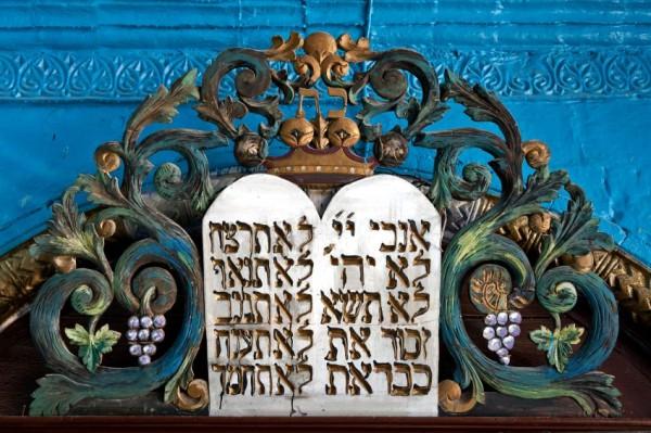 ark-commandments-ornate-Torah