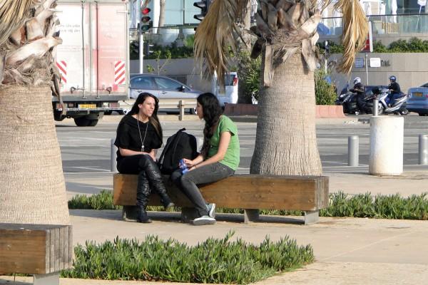 Tel Aviv-Women-Promenade