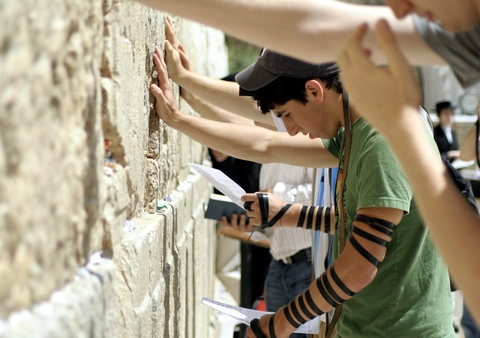 Praying-Western Wailing-Wall-Jerusalem-tefillin