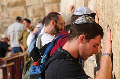 Men praying at Wailing Wall