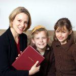 Mother-children-English-Hebrew-version-Torah