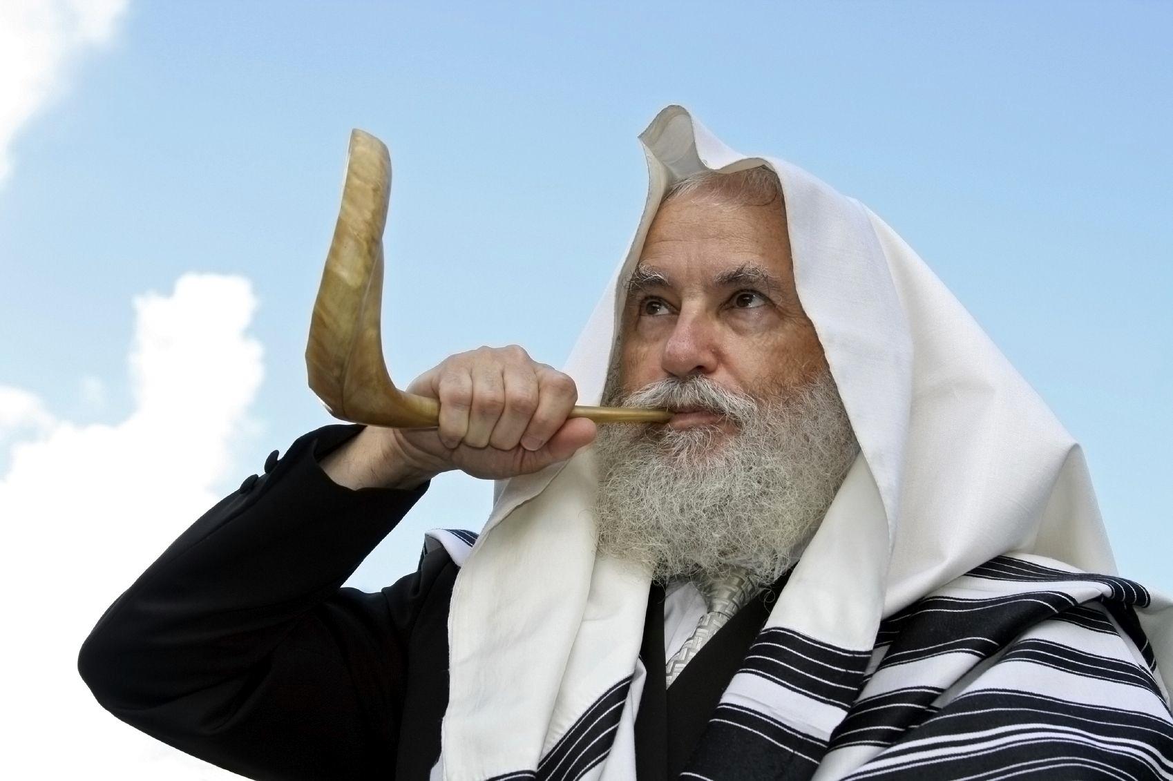 Rabbi-shofar-Yom Kippur-Day of Atonement-tallit