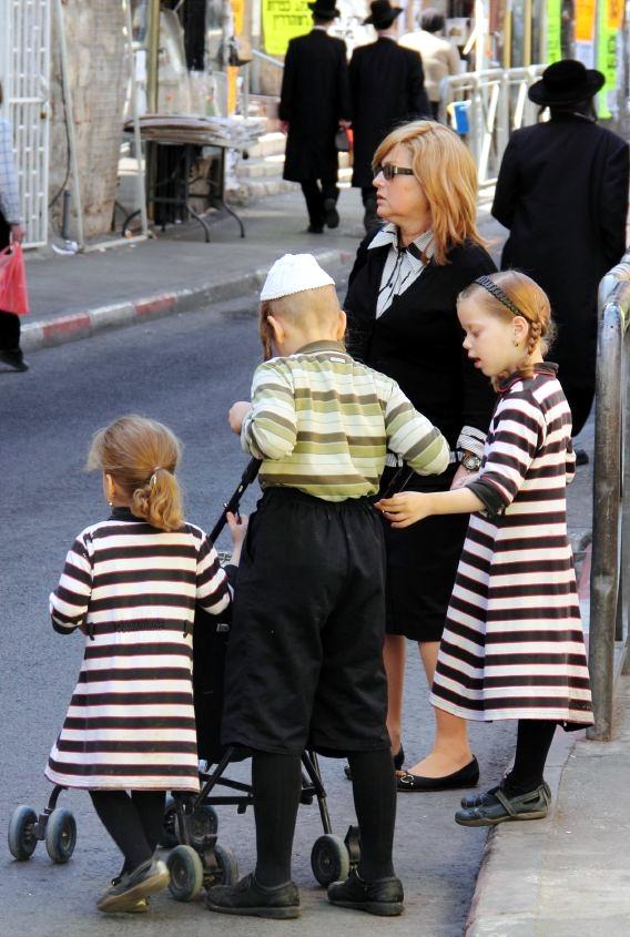 Jerusalem-Orthodox mother-children-Mea Shearim