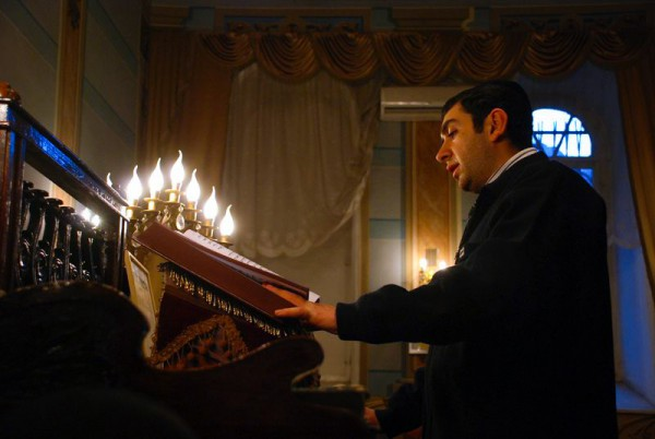 Georgian Jew-Prays-Synagogue-Hanukkah