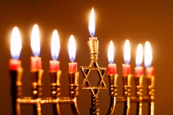 Channukah-Menorah-Lit-Eighth-Night-Chanukiah