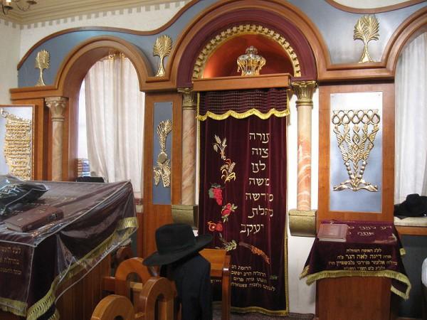 Tzemach-Tzedek-Zemach-Zedek-Synagogue-Parokhet