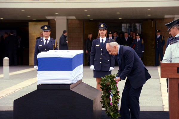 Shimon_Peres_Ariel_Sharon_wreath