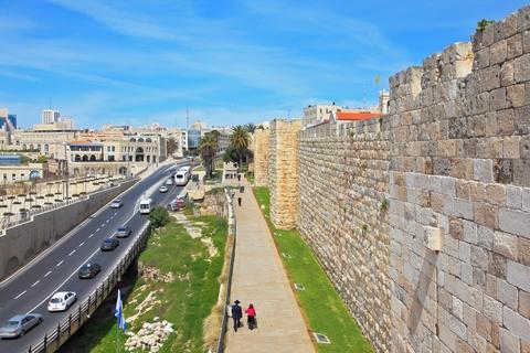 Walls-Jerusalem-Shabbat-Traffic