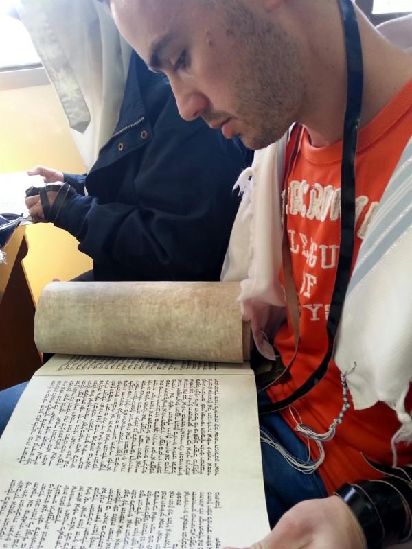 Israeli-Scroll-Morning Prayer