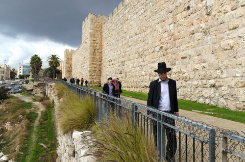 Jerusalem Wall-Orthodox Jewish man