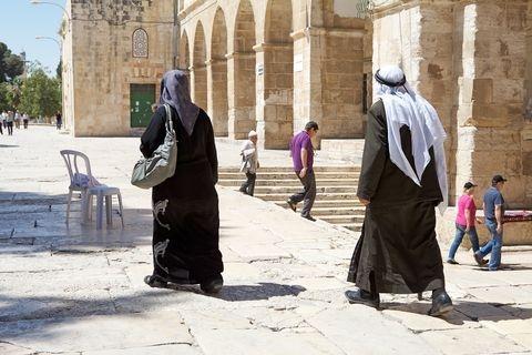 Temple-Mount-Arabs-tourist