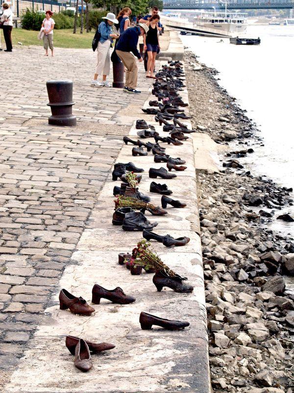 Shoes-Danube Promenade memorial