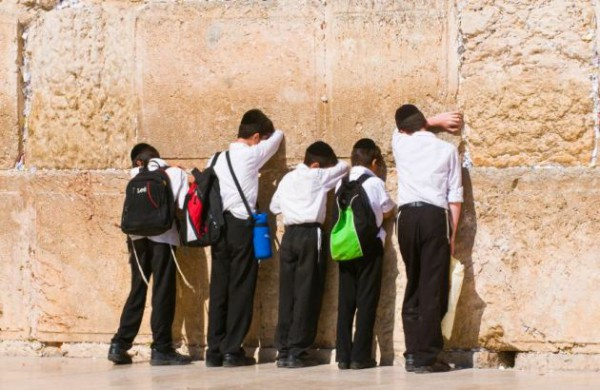 Kotel-children-prayer