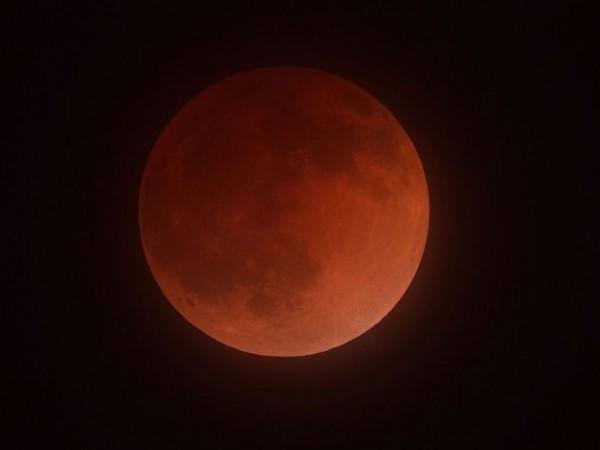 Full lunar eclipse on April 15, 2014