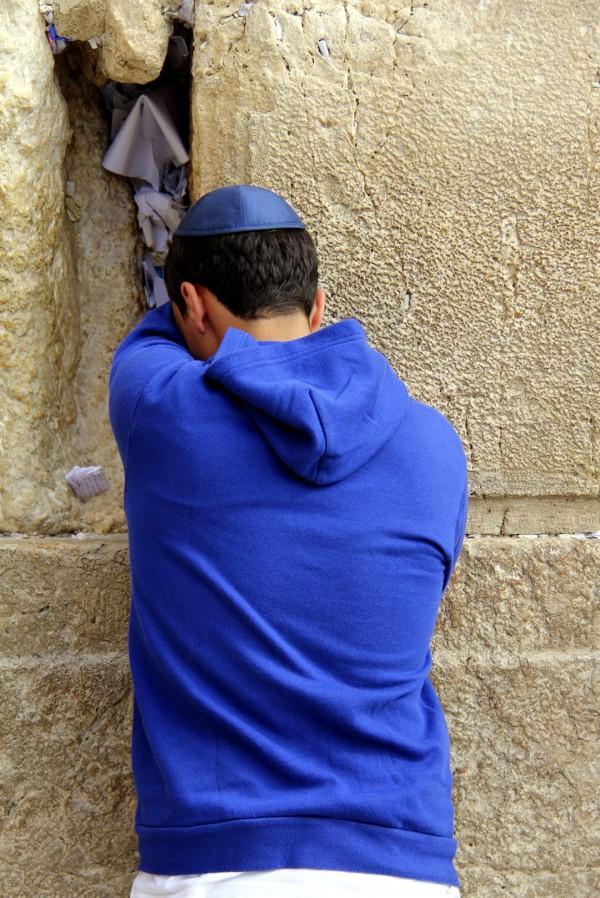 Kotel-Western-Wall-prayer