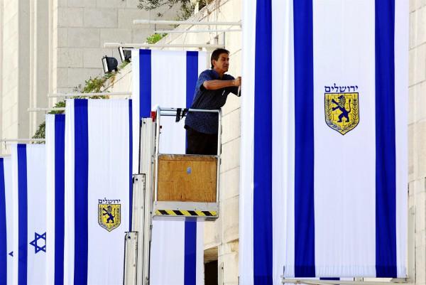 Jerusalem-flags-Safra-Square