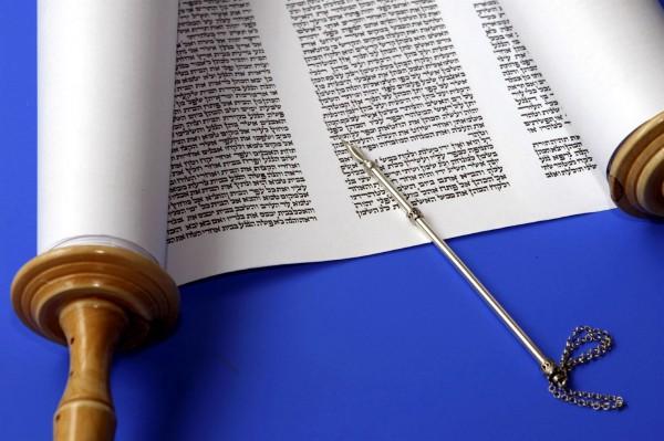 Torah-Scroll-Torah Pointer-Yad