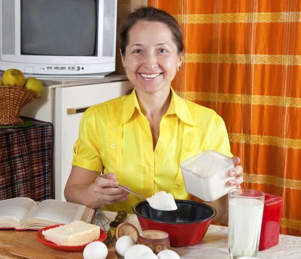 Woman-Kitchen