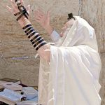Prayer-Kotel-tallit-tefillin-Jew