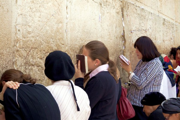 women-pray-Kotel