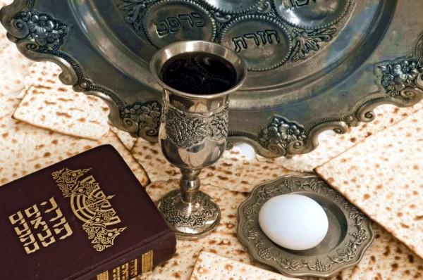 matzah_egg_Bible