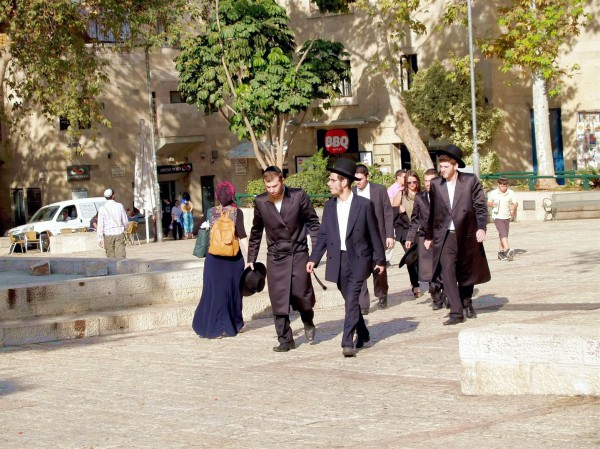 Jerusalem-street-ultra-Orthodox Jews