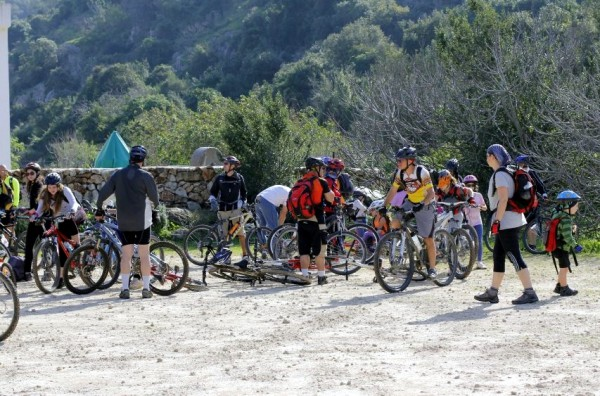 Israeli-families-cycling