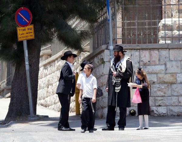 Israeli-father-children-family