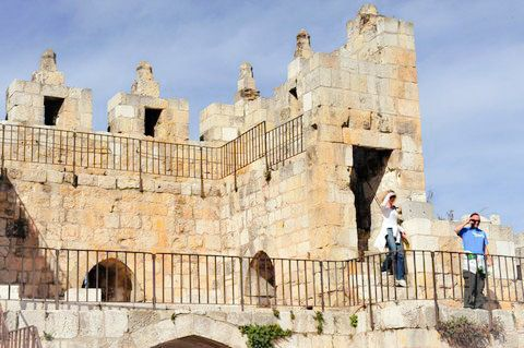 Tourists-Walls of Jerusalem-Ancient walls