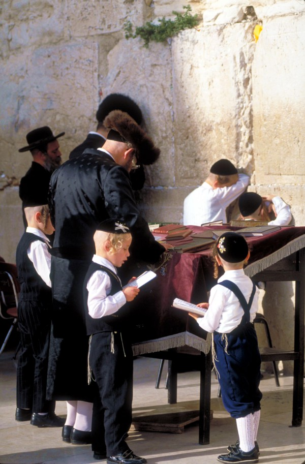 Chassidic hassidic Family pray western wailing wall