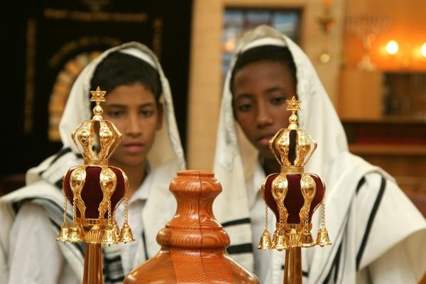 Jewish-Boys-Torah-Scroll-crown-finials-rimmonim