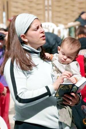 Jewish-woman-mother-prayer-Western Wall- Wailing Wall
