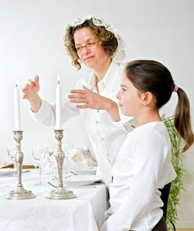 Shabbat-candles-mother-daughter