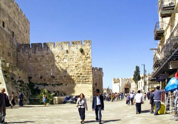 An Orthodox Israeli couple walks along the walls of Jerusalem.