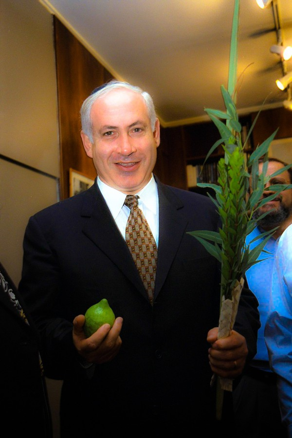 Government_Press_Office_GPO_-_P.M._Benjamin_Netanyahu_lulav_etrog_Sukkot_ citron