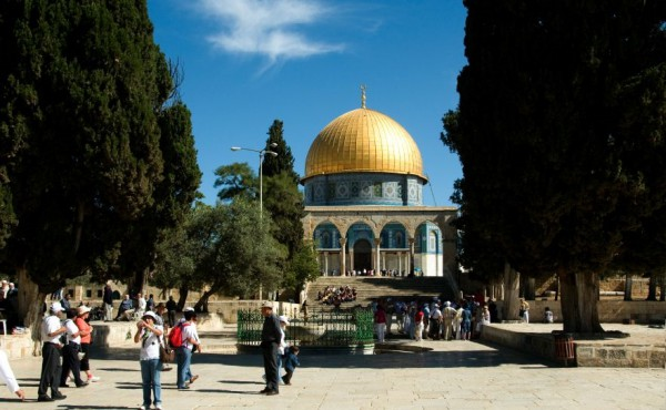 Dome of the Rock-Temple Mount-tourists and pilgrims